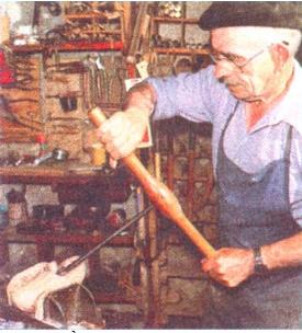 Làm nghề thủ công ở vùng núi châu Âu