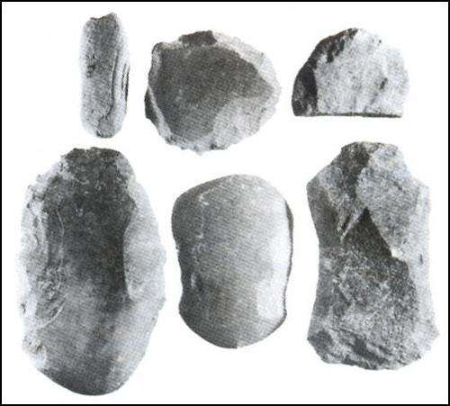Hình Các loại rìu đá  thuộc văn hóa Hòa Bình- Bắc Sơn
