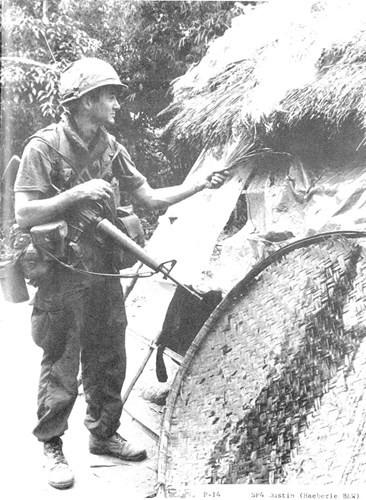 Năm 1968, trận Mỹ Lai, quân đội Mỹ cho lính đốt nhà dân