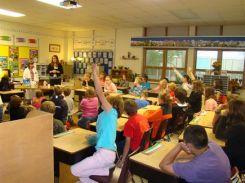 Unit 2 Tiếng Anh lớp 10: Schook Talks: Hội thoại về trường học